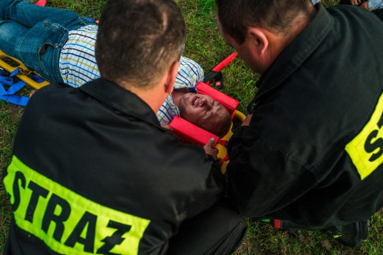 Ochotnicza Straż Pożarna w Nowej Suchej prowadzi szkolenie z pierwszej pomocuy